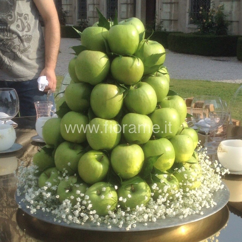 TRIUMPH OF FLOWERS AND FRUIT - green apples and gypsophila
